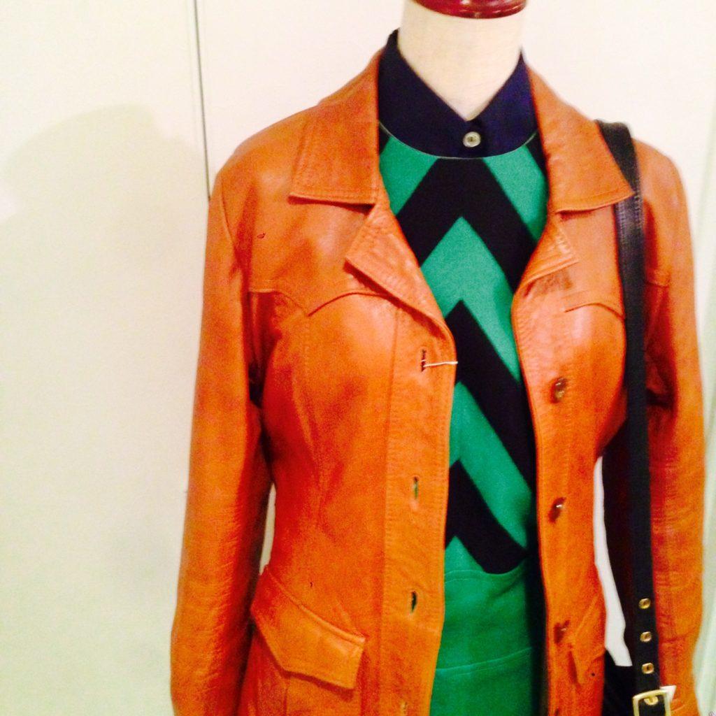 ポップでシックなOLDヨーロッパワンピとキャメルブラウンの型の良いレザージャケットでスタイリング!! コーディネート レディース 商品入荷