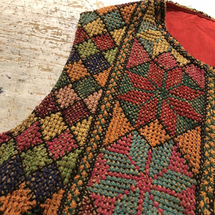 古着 編み込み刺繍 ベスト ロング丈 ハンドメイド ユニセックス レディース