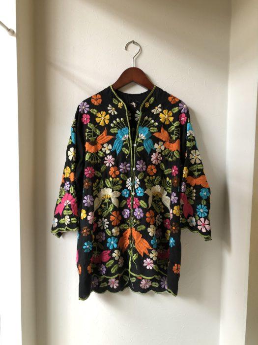 カラフルな総刺繍のシャツ レディース